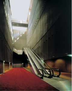 Escalator linking the reference library (haut-de-jardin level) and the research library (rez-de-jardin level) © Alain Goustard / BnF
